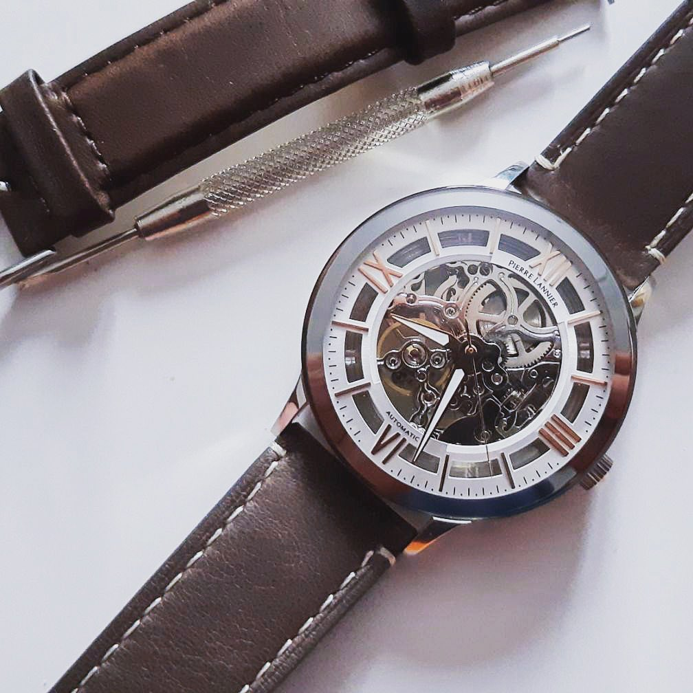 HOW YOUR WATCH WORKS